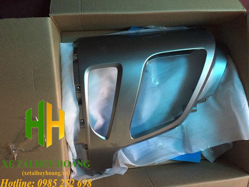 Ốp khoang đèn pha xe đầu kéo Hyundai Xcient