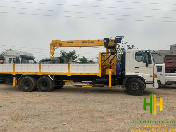 Xe tải Hino FM gắn cẩu Soosan 8 tấn